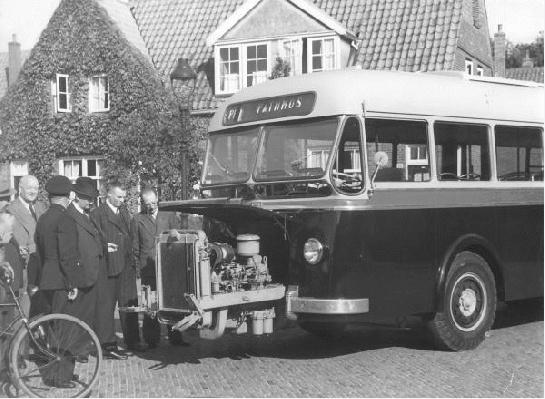 1949 Daf met carrosserie van Verheul met uitschuifbare motor. Opname Pathmossingel te Enschede.