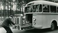 1949 DAF vervaardigt een autobuschassis met uitschuifmotor.