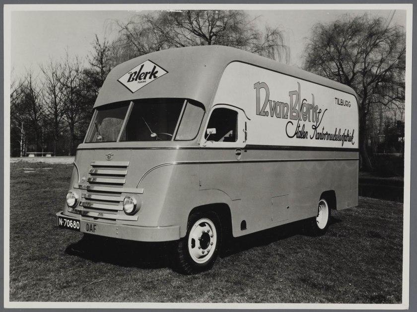1950 DAF D50 tapissiere met opbouw van Remmers Tilburg