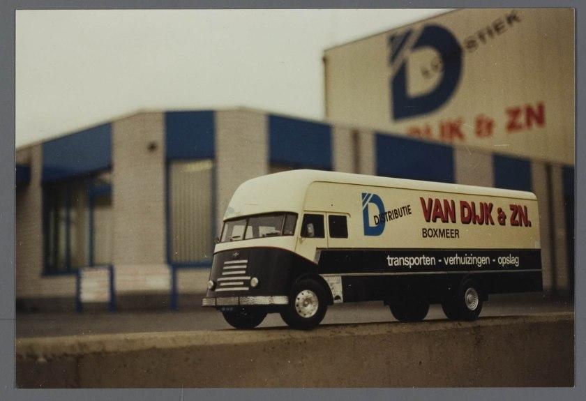 1952 DAF Tapissiere voor van Dijk Boxmeer