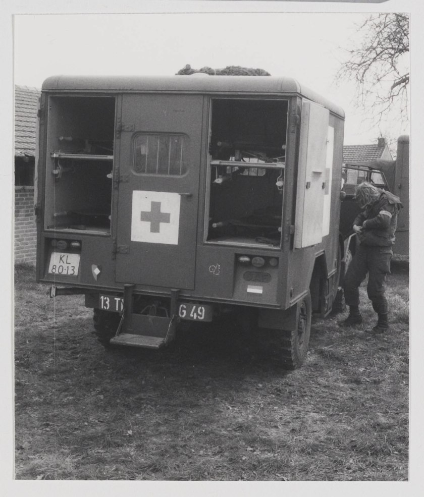 1952 DAF YA 126 Ambulance b