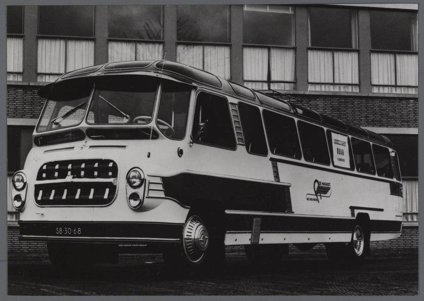 1957 DAF BOVA Carr. op DAF B1500R chassis van reisbureau de Magneet Alkmaar
