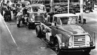 1957 DAF Om aan de vraag van specifieke marktsegmenten te kunnen voldoen, wordt een chassis met torpedofront gelanceerd