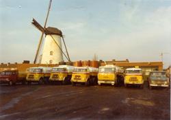 1962 DAF autotankwagenbij-molen