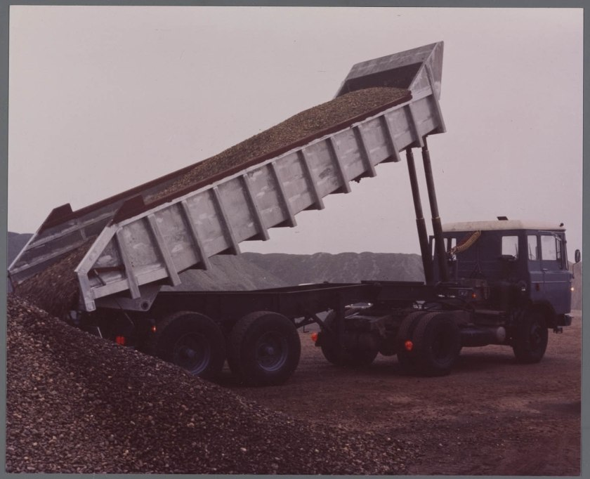 1964 Daf 2600 trekker met oplegger grind