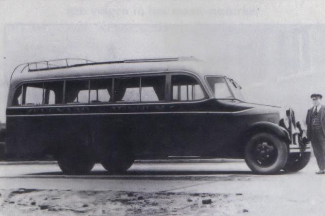 Bussen AS bus v d GTW met van Eerten carrosserie , gefotografeerd op de Edesche Heide tussen Ede en Arnhem, 1934