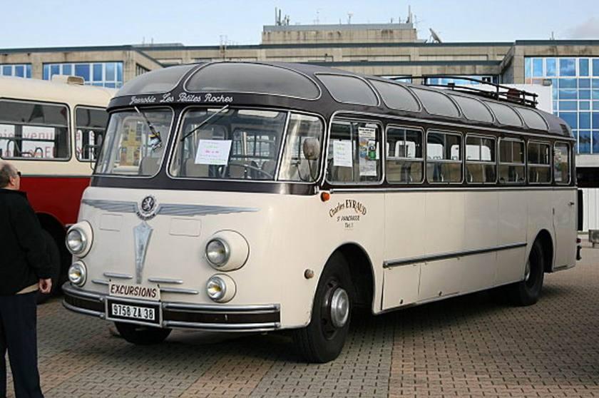 Bussen Autocar-Isobloc--comme-les-Dauphine-moteur-l-arri-re
