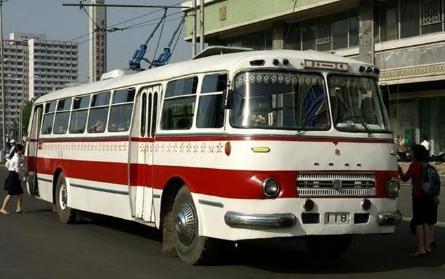 03 ① 천리마-70형 무궤도전차 (Chollima 70 trolleybus)