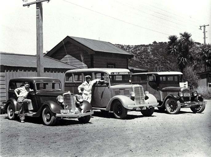 09 1937 L Chrysler CA 1934 M Commer 14 seater bus 1937 R Chrysler 1928