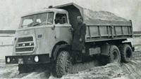 1965 DAF Introductie van het kipperchassis AZ 1900 met zeswielaandrijving (6x6).