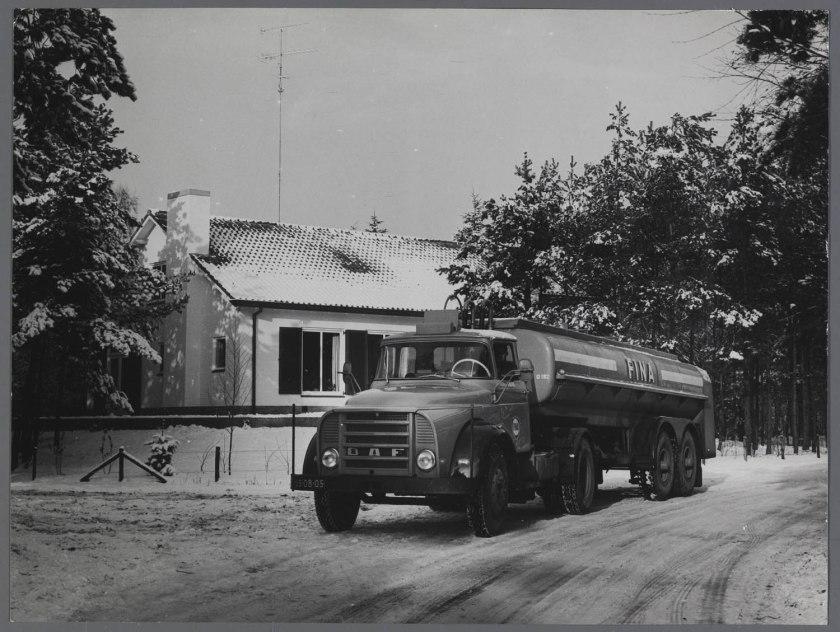 1965 DAF Trekker voor Fina Tanker uit serie 13-18DD