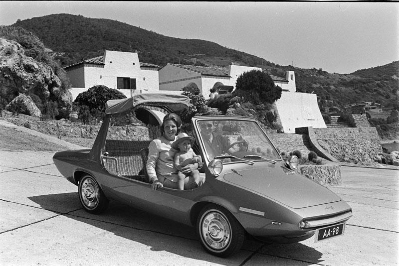 1968 DAF Kini met Beatrix, Claus en WA