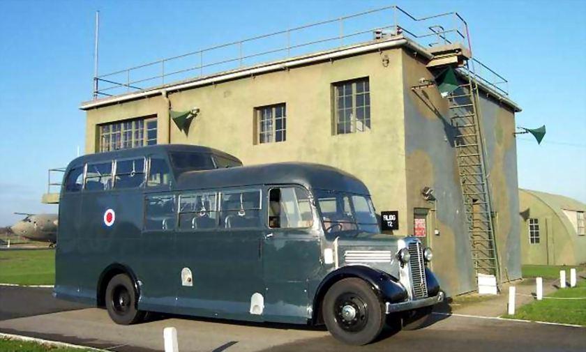 36 1947 Bussen Commer Commando Crew Bus RAF commando 1947