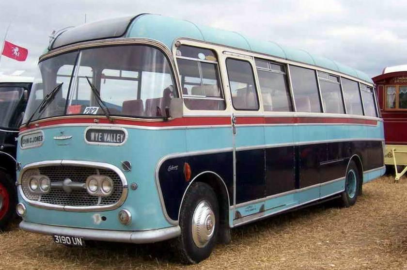 Bussen Commer