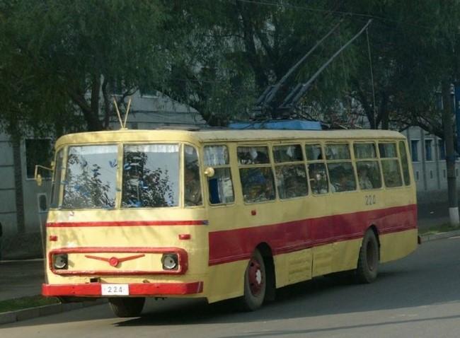 ① 집삼-74형 무궤도전차 (Jipsam 74 trolleybus)