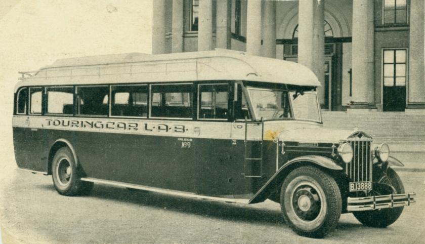 1932 Diamond T van de LAB (Leeuwarder Autobedrijf) met een carrosserie v Hainje Heereveen B-13888