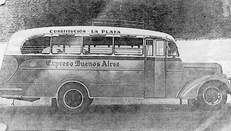1935 Fotografía de 1935 de un microómnibus Fargo carrozado por Agosti.