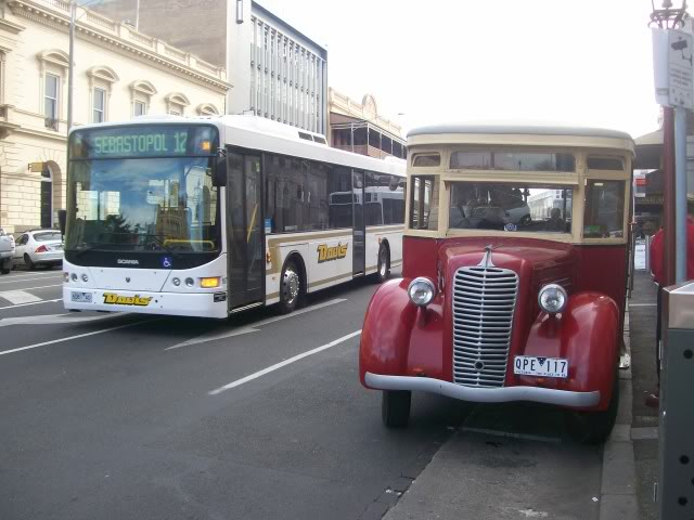 1938 Diamond T, loading passengers for a City Tour