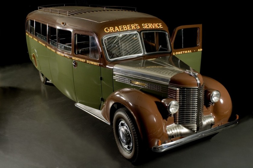 1939 Diamond T Bus