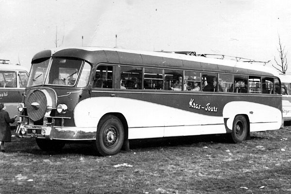 1952-Bussen-Crossley-carr.-Domburg-1952-NB-50-72
