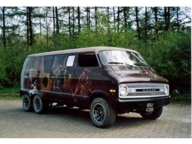 dodge-b300-bus-benzine-zwart