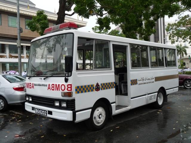 08a Daihatsu V32B bus