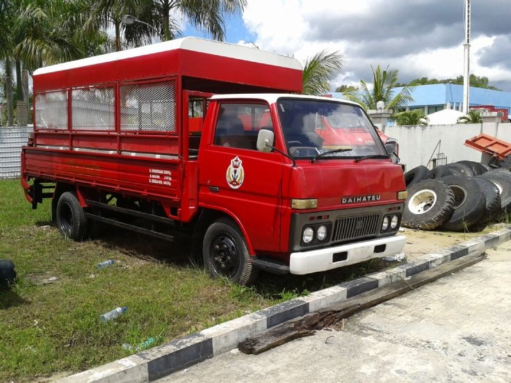 09a Daihatsu Delta GPV Brunei