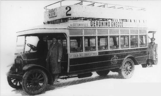 1924 Omnibus Vomag con imperial, línea 2 de la Italo Argentina, carrozado por Gnecco.