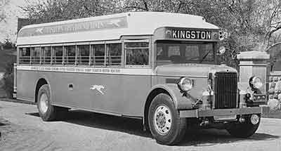 1932 Yellow Coach Z-250 01