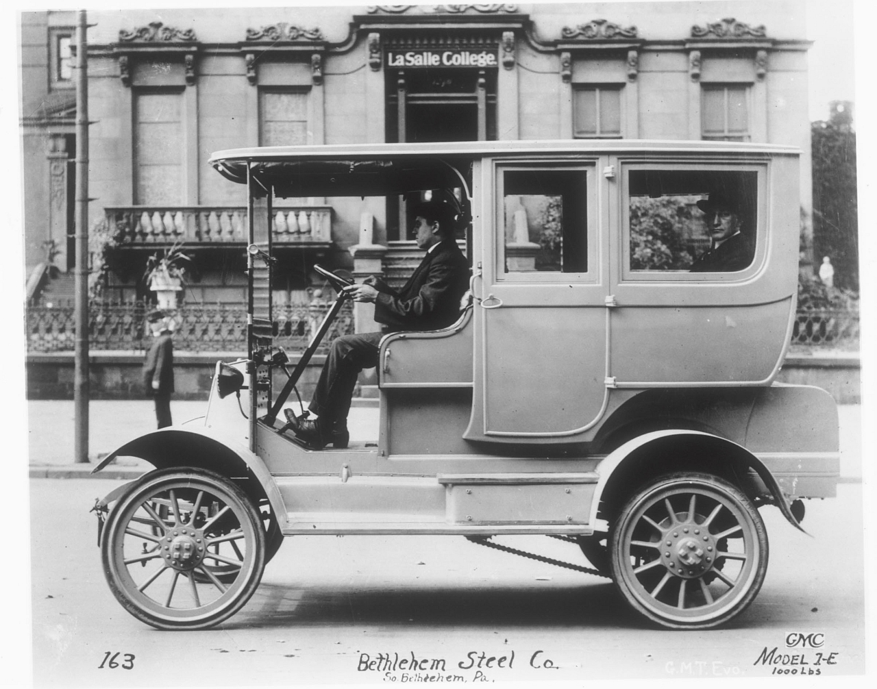 an introduction to the history of the gm motors company From the first buick horseless carriages to the chevy volt, general motors has  played a pivotal role in the global auto industry for more than 100 years.