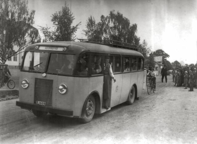 1924 Dodge års modell framför järnvägsstationen.