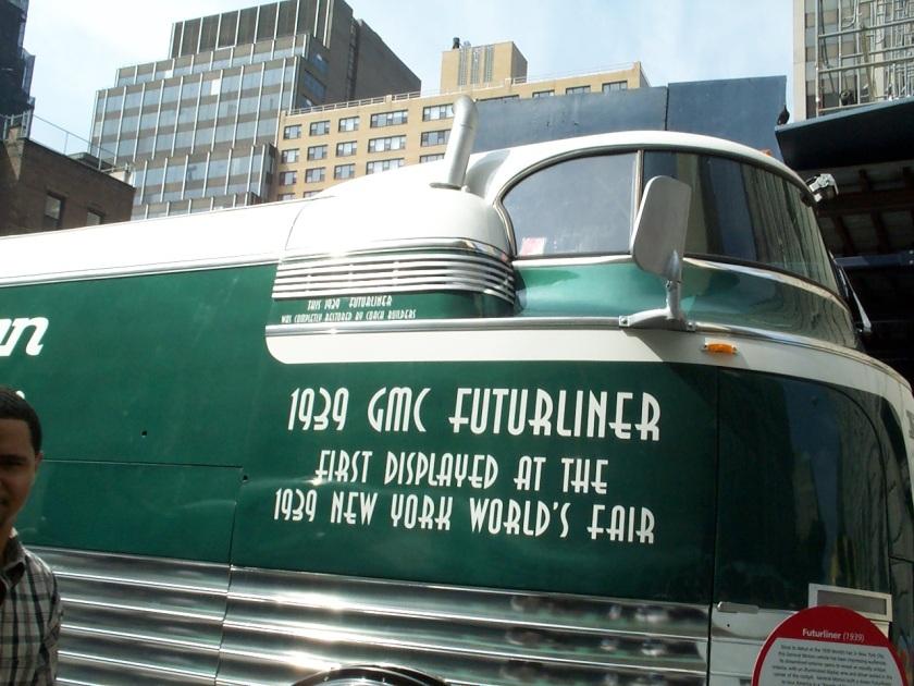1940 GM Futureliner b
