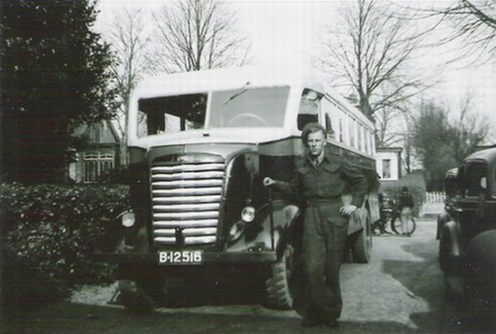 1945 GM legertruck 1ste bus na oorlog