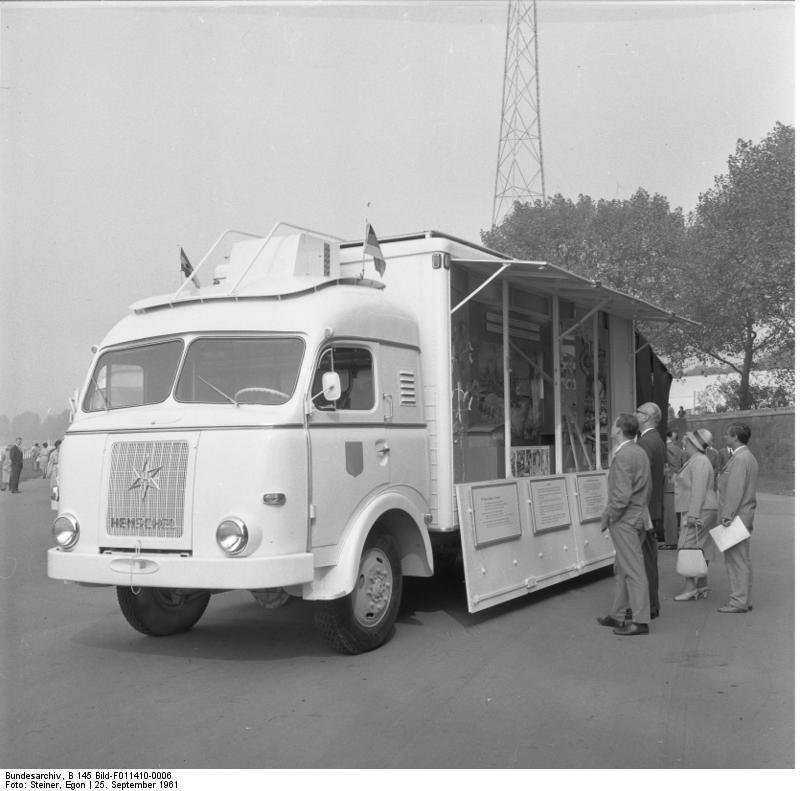 Düsseldorf, Hilfsfahrzeuge für Westafrika
