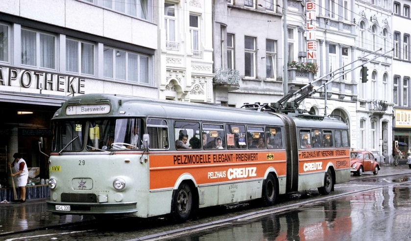 1960 Henschel 3-axle articulated trolleybus in city centre