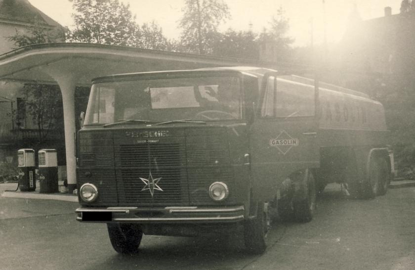 1961-62 Henschel Frontlenker mit festem Fahrerhaus und gerippter Front
