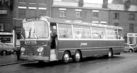 1964 Bedford Val 14 Harrington C52F 991-VRR lr
