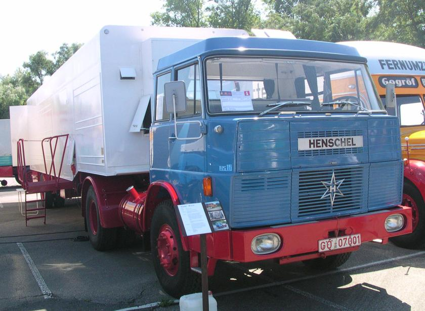 1965-67 Henschel HS 16 Frontlenker TS mit kippbarem Fahrerhaus und gerippter Front
