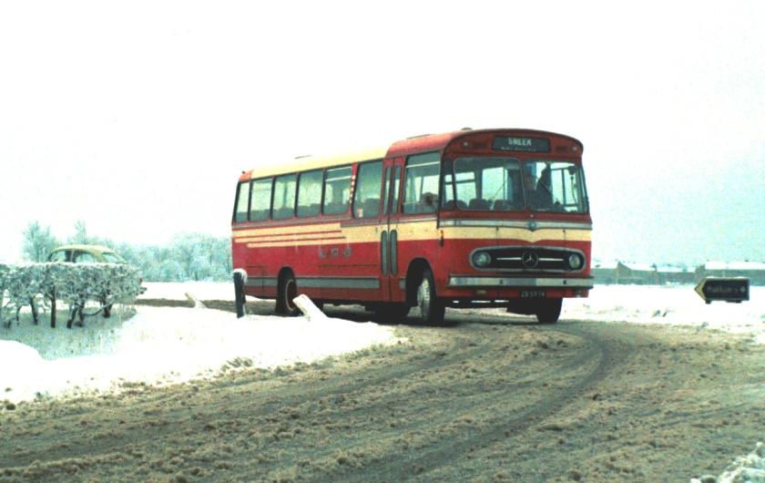 1965 Hainje van het Mercedes Benz type LP 1113-57 naar Sneek bij Makkum
