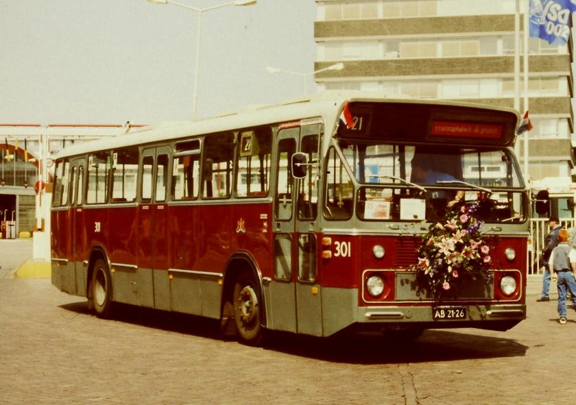 1966 De eerste donkerrode standaardbus van de Amsterdamse bus.GVB 301-III