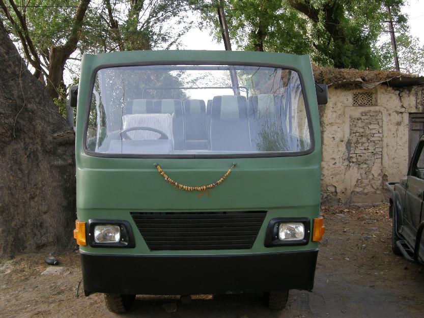 Hindustan-Motors-16-seater