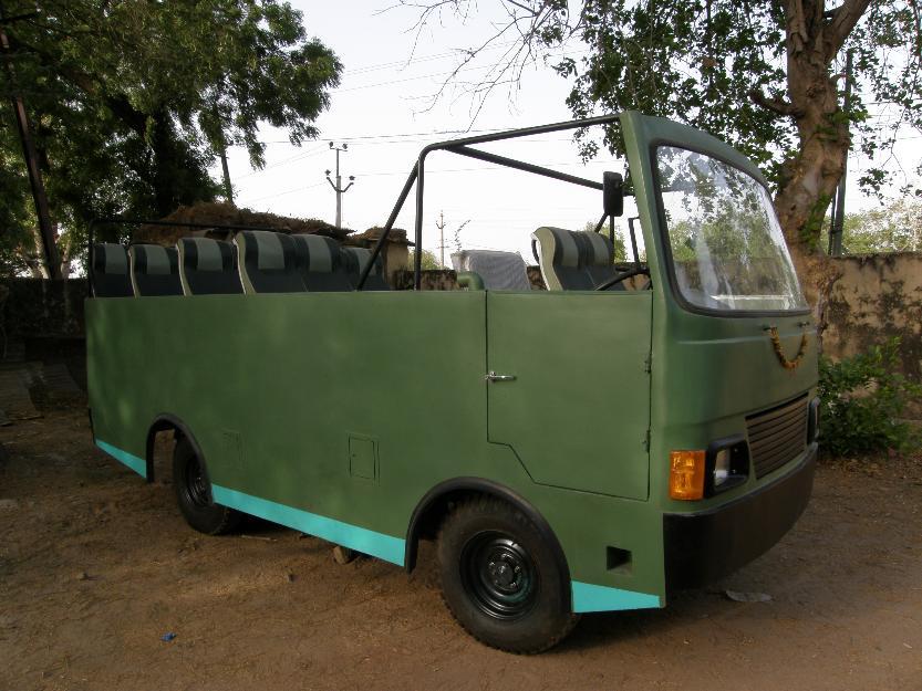 RTV Cosmo CNG petrol bus, Hindustan Motors 16 seater
