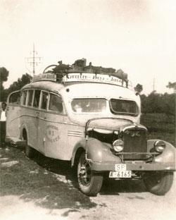 1935 Hispano Suiza de 28 plazas y más tarde un vehículo marca GMC de 30 plazas