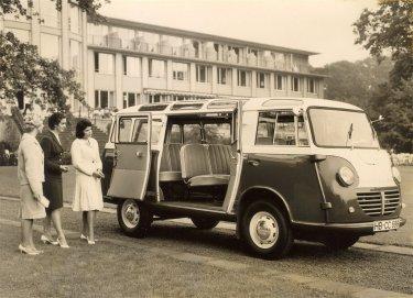 1951 Goliath express bus