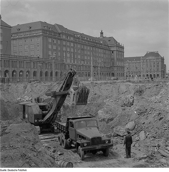 1959 IFA Muldenkipper in der Dresdner Ernst-Thälmann-Straße