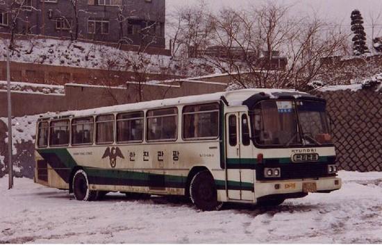 1976 Hyundai RB585c