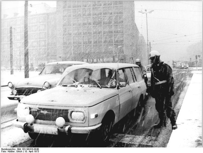 1980 Wartburg 353 Tourist im winter