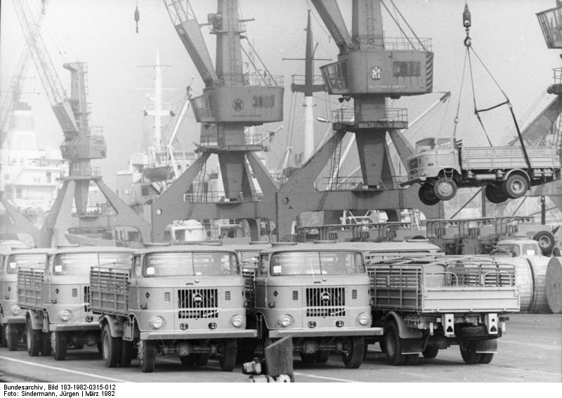 Rostock, Überseehafen, LKW W50