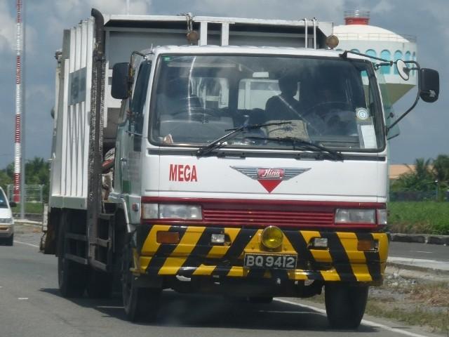 2003 Hino refuse compactor