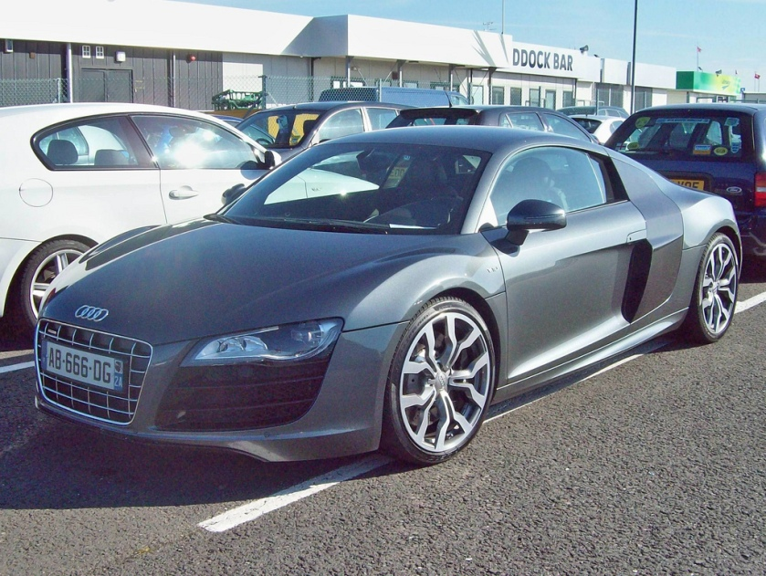 2005 Audi R8 is based upon the Lamborghini Gallardo with an aliminium monoque the car is.